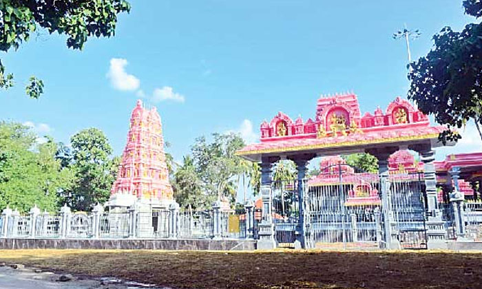 In This Temple Meat Is Offered To Lord Shiva-TeluguStop.com