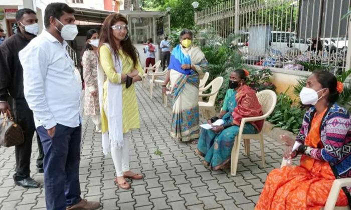 Of Praise On The Heroine Praneeth-TeluguStop.com