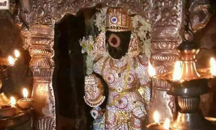 The Only Shaneshwara Temple Where Garika Grass Is Worship As Goddess-TeluguStop.com