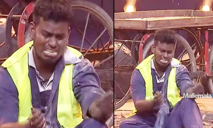 Etv Sridevi Drama Company Latest Promo Comedian Nookaraju Mind Blowing Performance-కన్నీళ్లు పెట్టించిన జబర్దస్త్ కమెడియన్.. ముక్కు మూసుకుని తినాలంటూ..-Latest News - Telugu-Telugu Tollywood Photo Image-TeluguStop.com