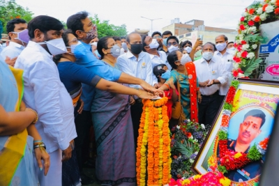 Statue Of Colonel Martyred In Galwan Clash Unveiled In Telangana-TeluguStop.com