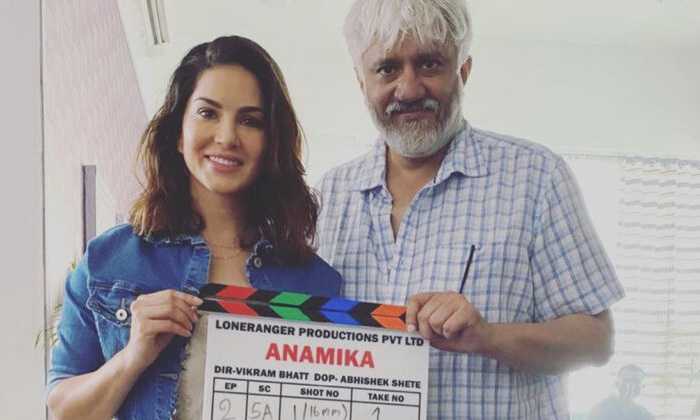 Sunny Leone Bustle Shocking Video On Set-TeluguStop.com