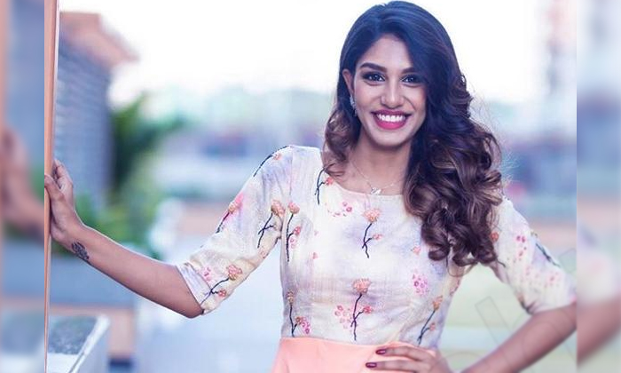 Surekha Vaani Daughter Supritha About Alone-TeluguStop.com