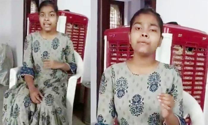 Telangana Minister Ktr Impressed By Young Singer Sravani Singing Talent-TeluguStop.com