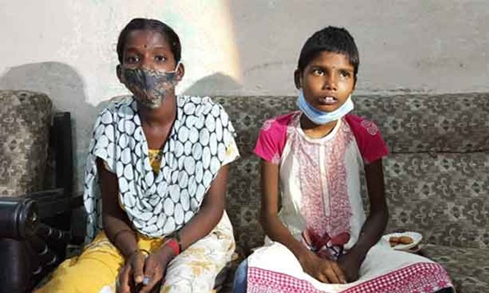 Two Kilos Hair Found In The Stomach Of Hyderabad Girl Poojitha-TeluguStop.com