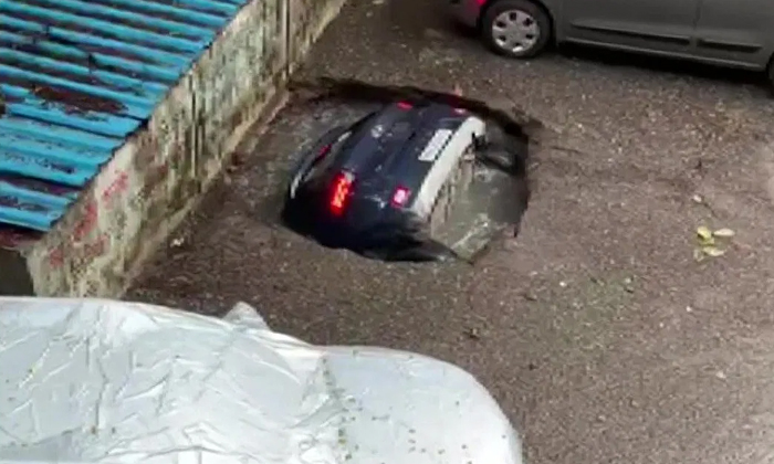 Ori Devuda How Did The Car Parked In Front Of The House Suddenly Disappea-TeluguStop.com
