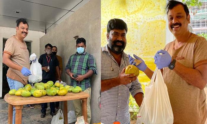 Viral Actor Naresh Sell Mangoes And Kala Jamuns His Studio-TeluguStop.com