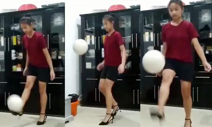Viral Video A Young Mizoram State Women Playing Football With High Heels-వీడియో వైరల్: హై హీల్స్ తో ఫుట్ బాల్ విన్యాసాలు అదరగొడుతున్న మహిళ..-General-Telugu-Telugu Tollywood Photo Image-TeluguStop.com