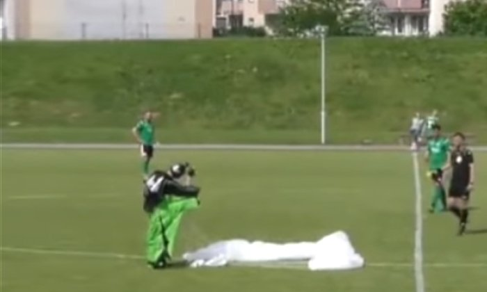 Viral Video The Man Who Fell From The Sky In The Middle Of The Game On Joru What Is The Real Matter-TeluguStop.com