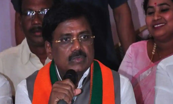 Group Politics On Telangana Bjp-TeluguStop.com