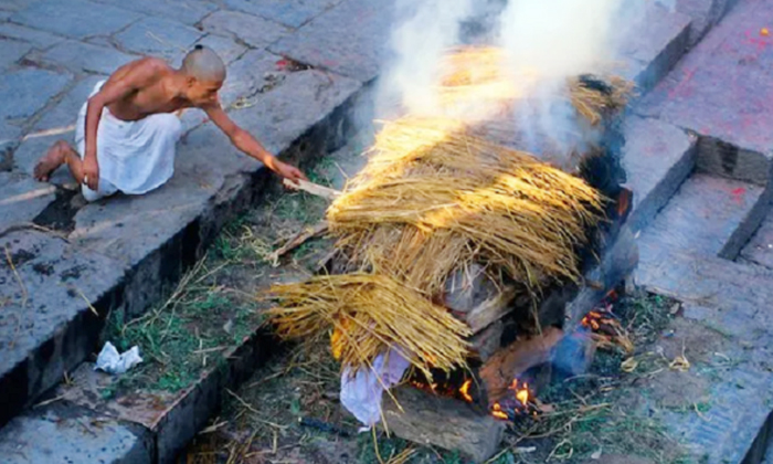 Why Do Hindus Burn Dead Bodies After Death-TeluguStop.com