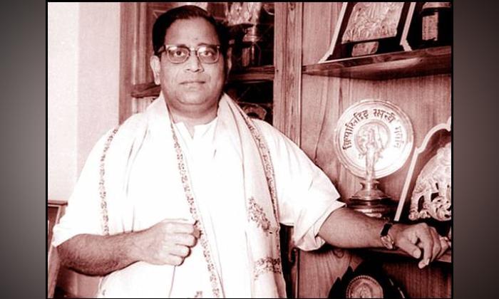 Why Legendary Singer Ghantasala Arrested Then-ఘంటసాలను అప్పట్లో ఎందుకు అరెస్ట్ చేశారు..-Movie-Telugu Tollywood Photo Image-TeluguStop.com