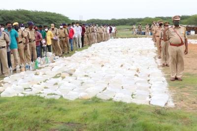 20k Litres Arrack Worth Rs 50l Destroyed In Andhra Pradesh-TeluguStop.com