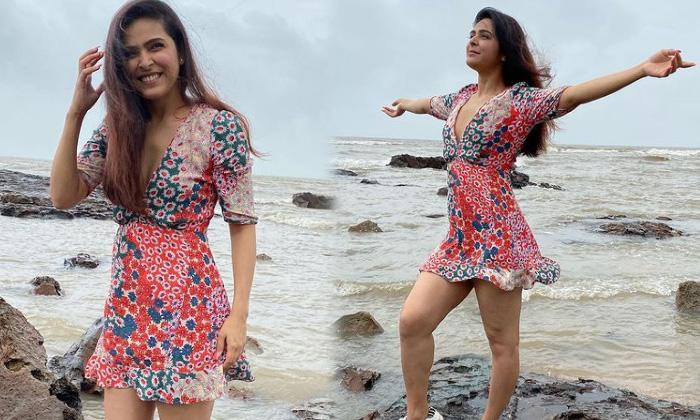 Actress Madhurima Tuli Looks Simply Gorgeous In This Pictures-telugu Actress Hot Photos Actress Madhurima Tuli Looks Sim High Resolution Photo