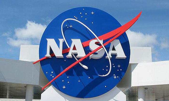 Jeff Bezos Offers Nasa 2 Billion Dollar Discount For Blue Origin Moon Lander-TeluguStop.com