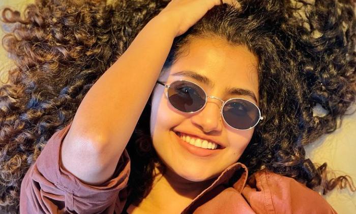 Telugu Abuse Comments On Cloths, Anupama Parameswaran, Hemangi Kavi, Negitive Trolls, Telugu Actress, Telugu Actress Anupama Parameswaran Bad Trolls In Social Media, Tollywood-Movie