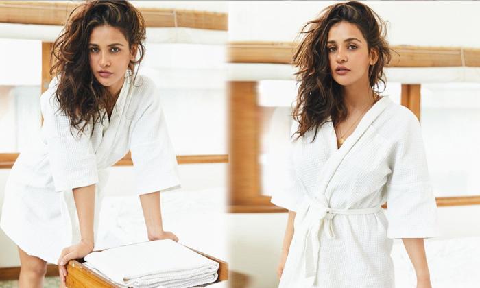 Bollywood Hot Beauty Aisha Sharma New Viral Images-telugu Actress Hot Spicy Photos Bollywood Hot Beauty Aisha Sharma New High Resolution Photo