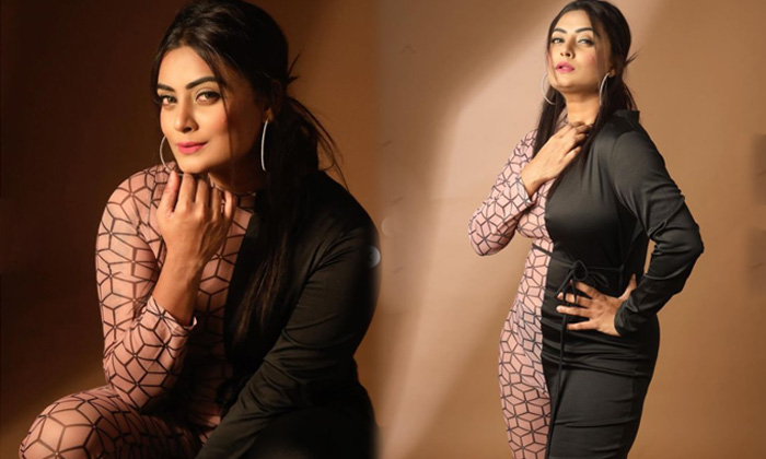 Bollywood Model And Actress Twinkle Kapoor Looks Flawless In This Pictures - Telugu Twinkle Kapoor Body Measurements Fi High Resolution Photo