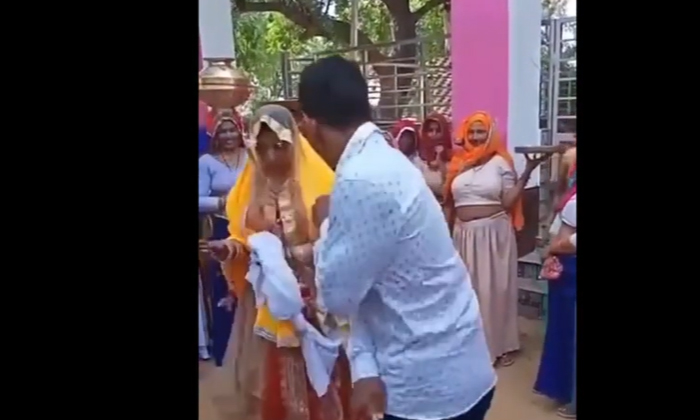 Brother Suddenly Started Beating The Bride-TeluguStop.com