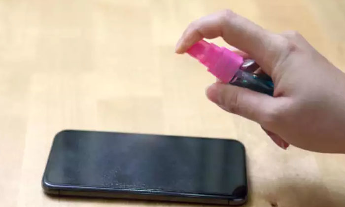 Apple Said Some Disinfectory Liquids Harmful To The Smart Phones-TeluguStop.com