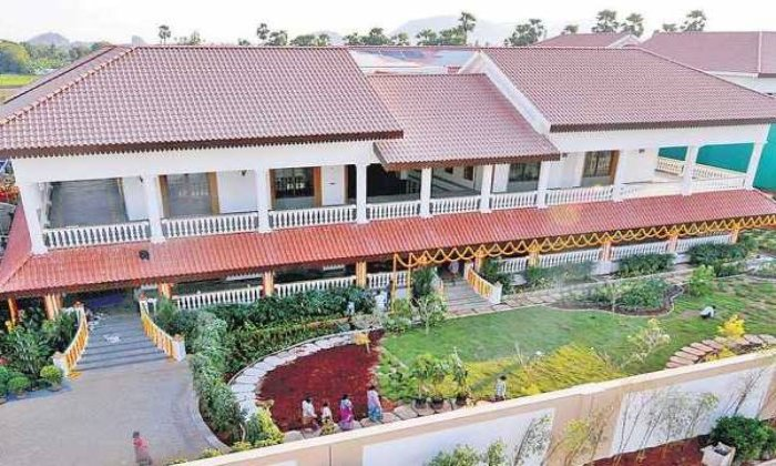'chalo Tadepalli' Protest: Tension Escalates At Cm Jagan's Tadepalli Residence-TeluguStop.com