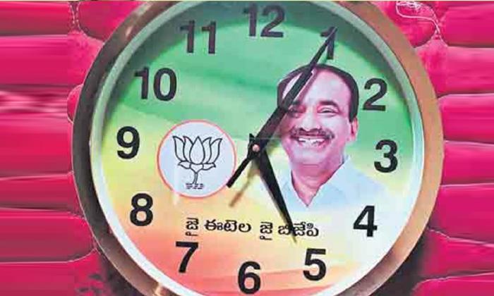 Viral On Etela Rajender Wall Clock Ditibution In Hujurabad Constancy-TeluguStop.com