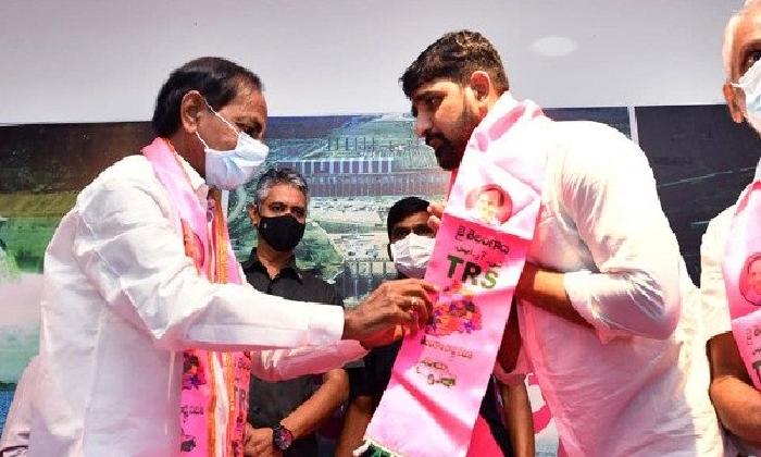 Ghmc Officials Imposed A Hefty Fine On Trs Leader Kaushik Reddy-TeluguStop.com