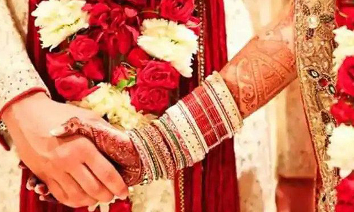 Bride Shocked As Fiances Ex Shows Up At Wedding Asking Him To Be Married To Her Too-TeluguStop.com