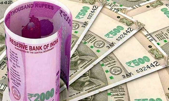 Guntur Man Booked For Burning Own Benz Car For Insurance Money-TeluguStop.com