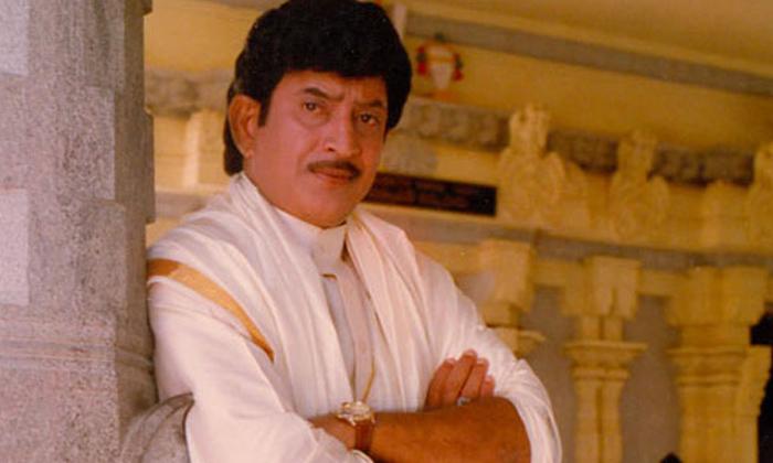 Super Star Krishna Movies With His Fan-TeluguStop.com