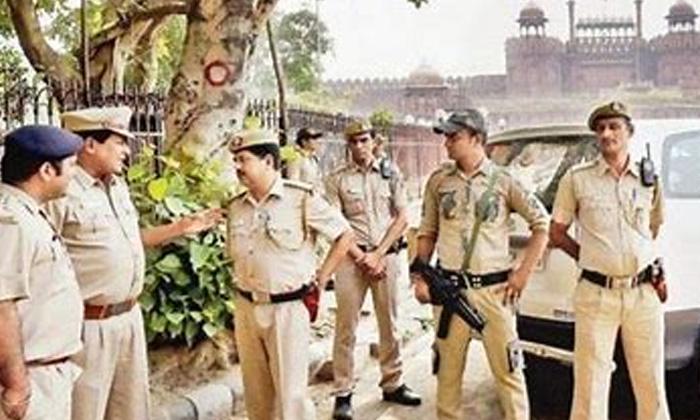 High Alert Security Forces Deployed In Delhi-TeluguStop.com