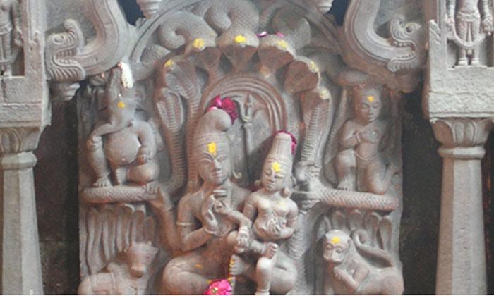 Facts About Naga Chandreshwar Templ-TeluguStop.com