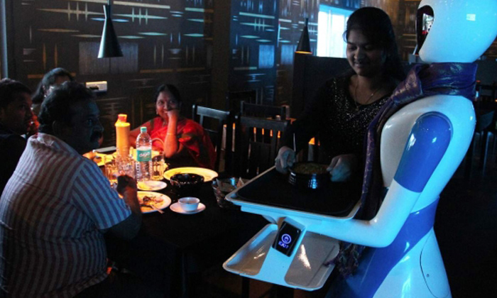 Telugu Hyderabad Restaurant, Maira Talking Robot In Hyderabad Restaurant, Robot In Restaurant, Robot Maira, Viral News-Latest News - Telugu