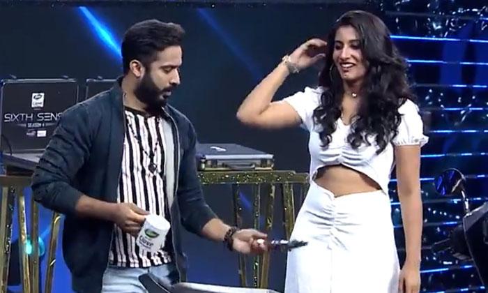 Anchor Ravi Comments About Vishnupriya In Sixth Sense Show-TeluguStop.com