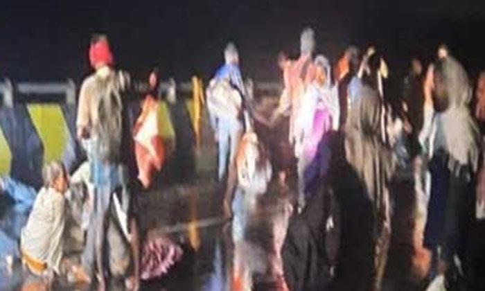 Terrible Road Accident In Uttar Pradesh-TeluguStop.com