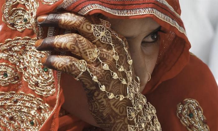 Police Cancel Wedding The Bride Who Dances Away-TeluguStop.com