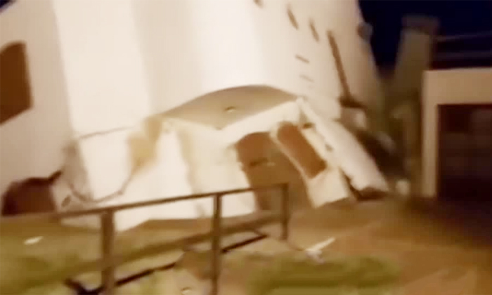 See How The Sea Swallowed This Building-TeluguStop.com
