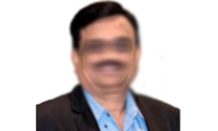 Tamil Nadu Criminal Lawyer Abused And Blackmailing For Money-TeluguStop.com