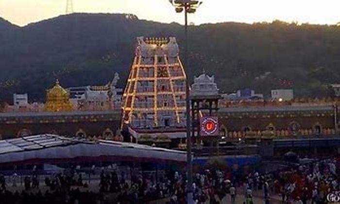 Tirumala Srivari Devotees Crowd Started At Tirupathi-TeluguStop.com