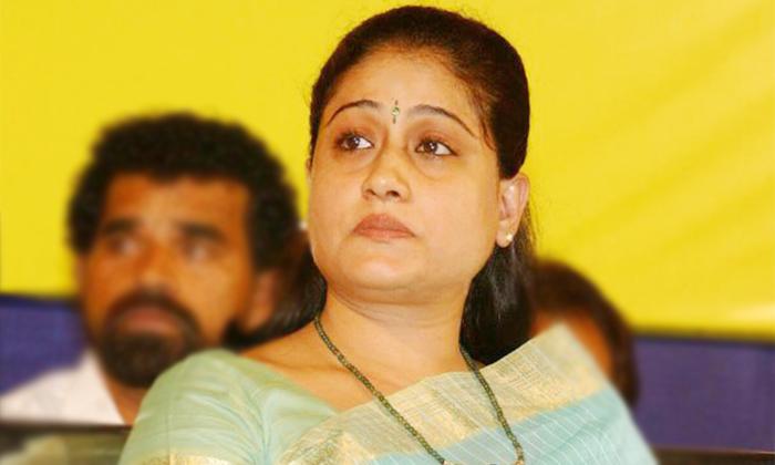Vijayashanthi Sensational Comments On Kcr Dalita Bhandu Scheme-TeluguStop.com
