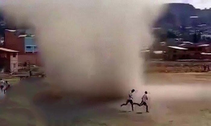 Whirlwind Sweeps Through Football Match In Bolivia-TeluguStop.com