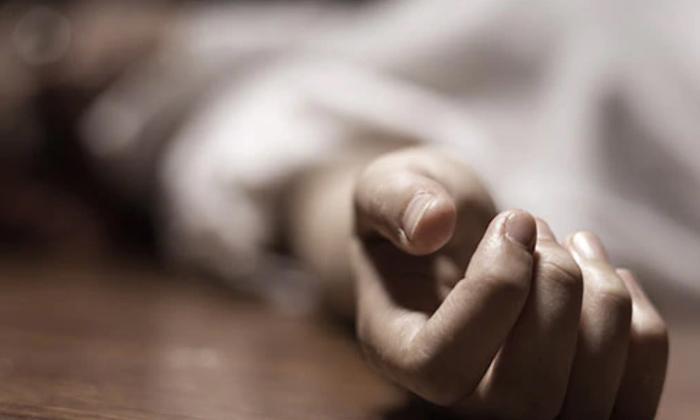 Telugu Crime News, Illegal Affair, Karnataka, Married Woman, Married Woman Brutally Killed Her Husband For Illegal Affair In Karnataka, Old Aged Husband, Young Wife-Telugu Crime News(క్రైమ్ వార్తలు)