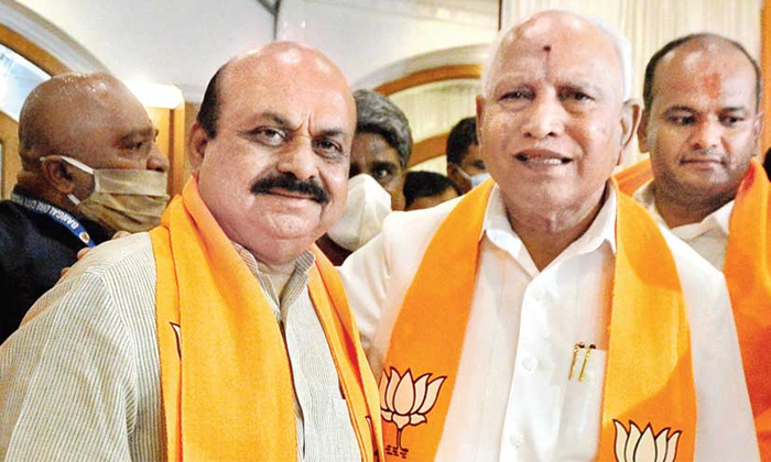 Basavaraj Bommai Taking Oath As The 20 Th Chief Minister Of Karnataka-TeluguStop.com