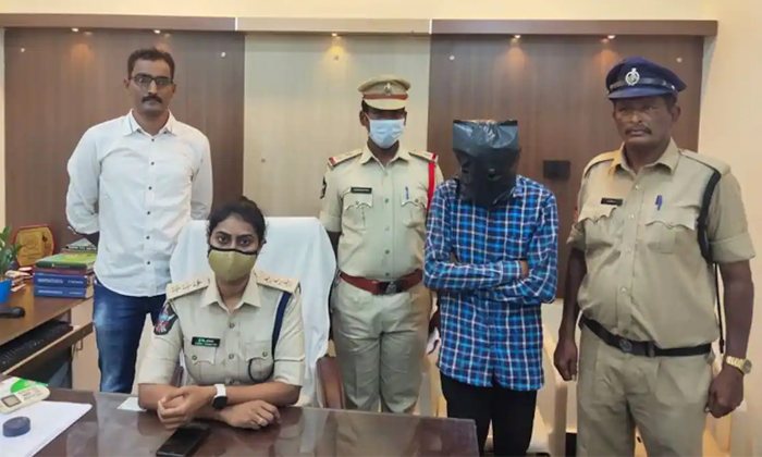 Guntur Man Black Mailed Sister And Married Elder Sister Police Arrested-TeluguStop.com