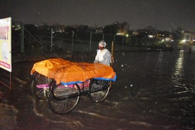 Heavy Rains Inundate Hyderabad Localities, Suburbs-TeluguStop.com