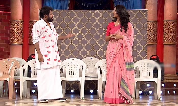 Hyper Aadi Interesting Comments About Vishnupriya Love Track-TeluguStop.com