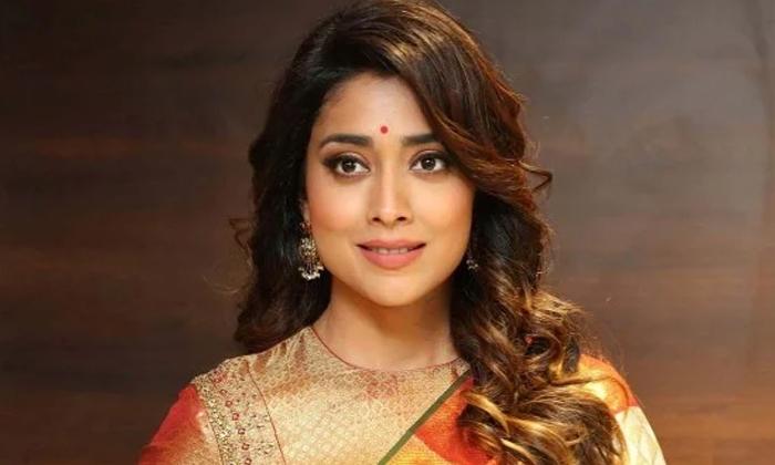 Shriya Saran Lucky Chance Nagarjuna Bangarraju-TeluguStop.com