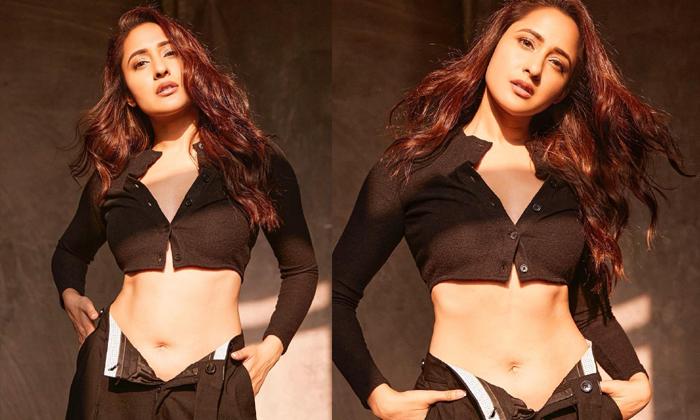 Kanche Movie Fame Pragya Jaiswal Glamour Treat Adhurs-TeluguStop.com