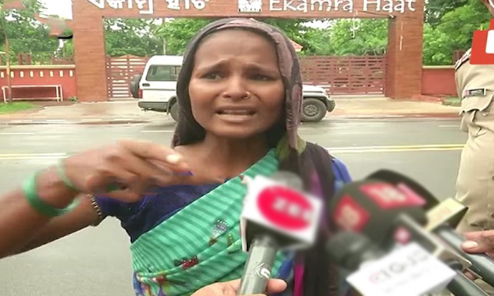 Mother Suicide Attempt For Not Giving Admit Card For Son Betterment Exams-TeluguStop.com