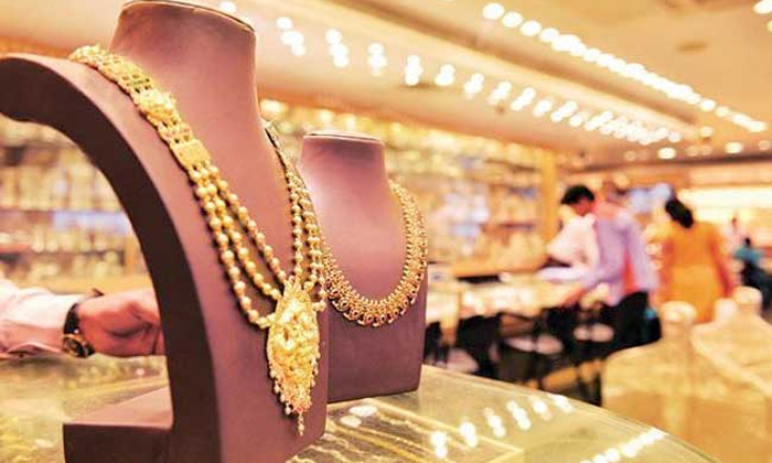 Raised Gold Prices In Shravanamasam Women Getting Troubled-TeluguStop.com